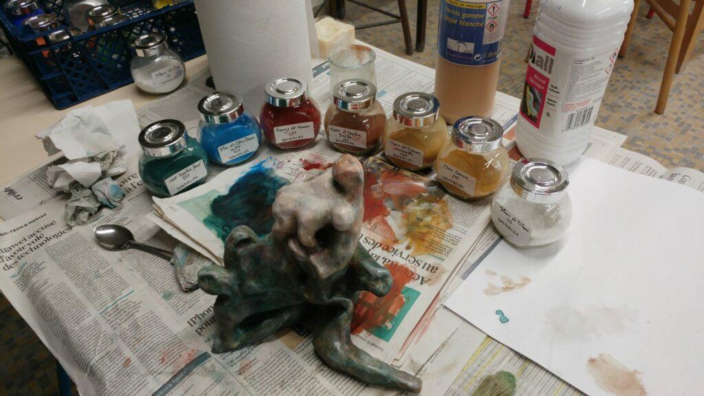 Patine avec un verni gomme laque et des pigments
